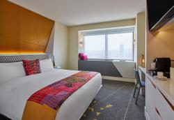 W San Francisco Reveals Gold Fever Guest Room Renovations