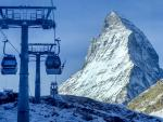 Swiss Slopes Buzz as Those of Neighbors Sit Idle in Pandemic