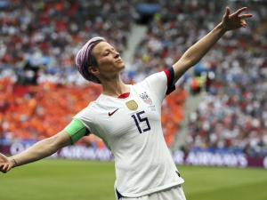 Rapinoe Returns to US National Team After Nearly a Year